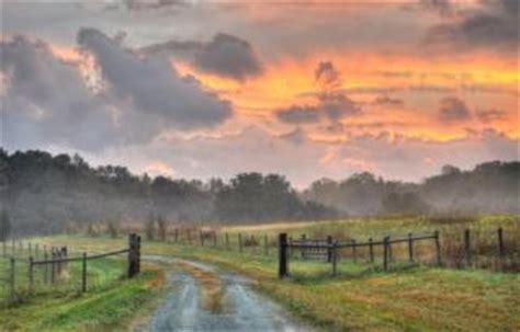 route de campagne et le lever du soleil | télécharger des