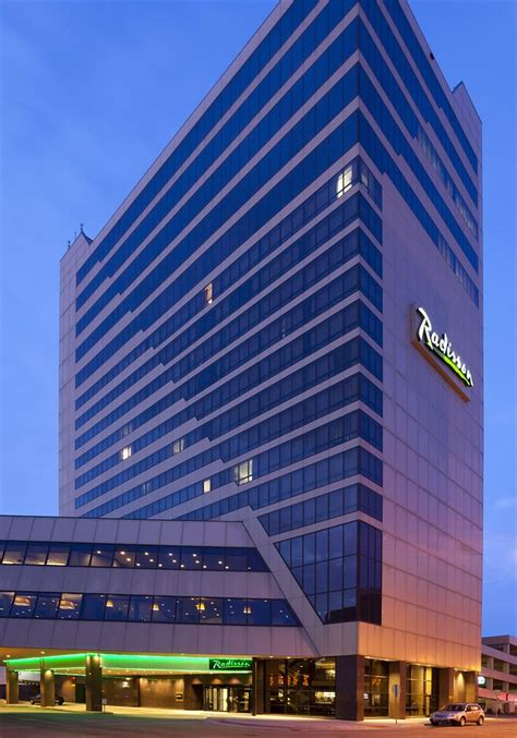 radisson hotel fargo  room prices deals reviews expedia