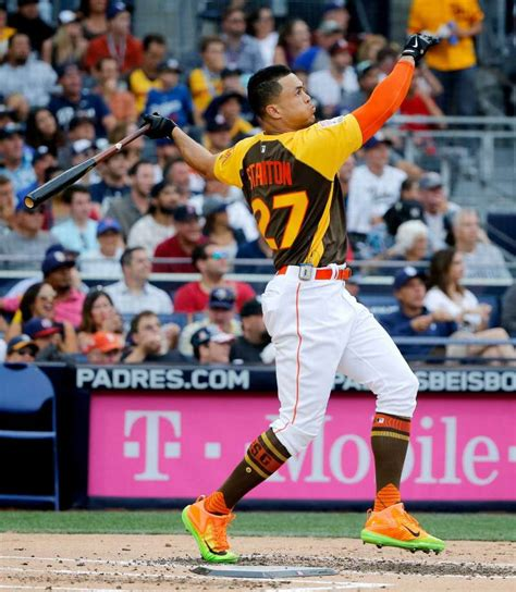 giancarlo stanton wins home run derby with record setting