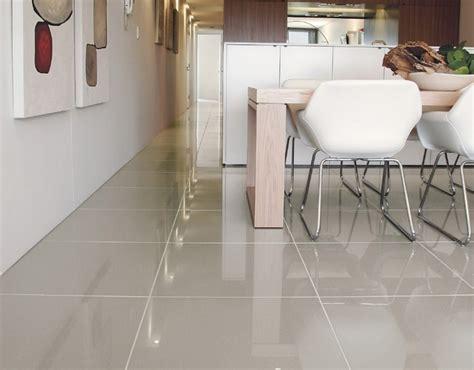 piastrelle lucide piastrelle lucide pavimento fabulous pavimenti in cemento