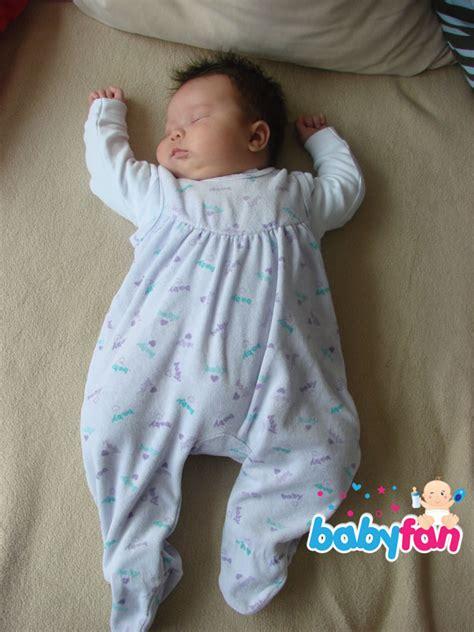 geburtsvorbereitungskurs ab wann baby schlafen wieviel schlaf braucht ein baby