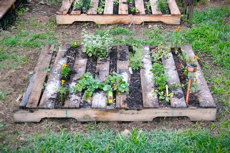 Garden Ideas With Pallets Pallet Metalsgirl Pallet Garden