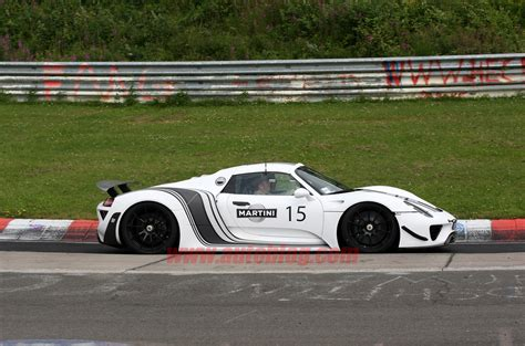 martini porsche 918 porsche 918 in martini livery spy shots photo gallery