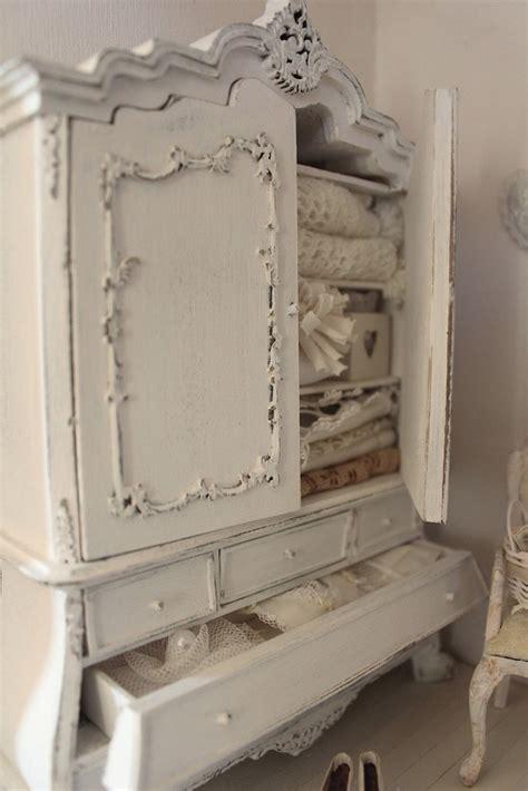 armadio bianco decapato il perfetto armadio shabby chic per il bagno arredamento
