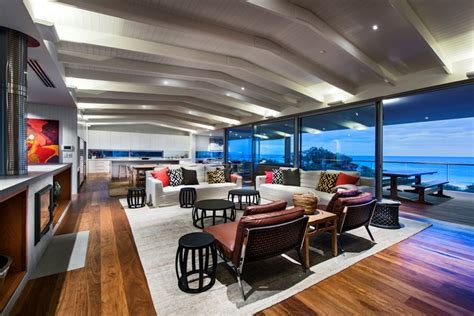 Outdoor Kitchen Cabinets Perth by Dune House Wows With A Dynamic Vaulted Ceiling Detail