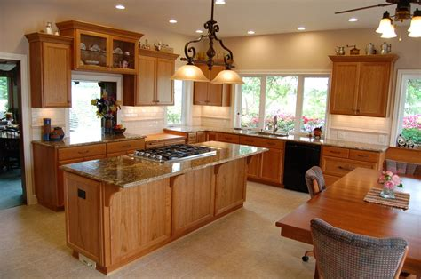 28 Kitchen Cabinets Colors Small Kitchen Small Kitchen Paint Colors With Oak Cabinets Small Farmhouse Kitchens Farmhouse Kitchen Colors Small Kitchen Layouts Kitchen Designs