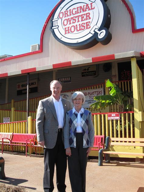governor bentley visits the original oyster house 2010 at