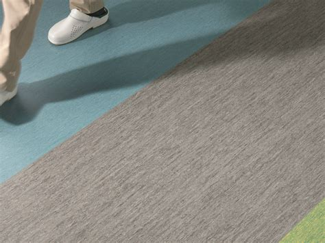 pavimento resiliente pavimento resiliente in vinile iq optima 1 5 by tarkett