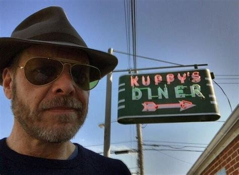 Alton Browns In It For Three More Years by Alton Brown Finds S Kuppy S Diner And Other