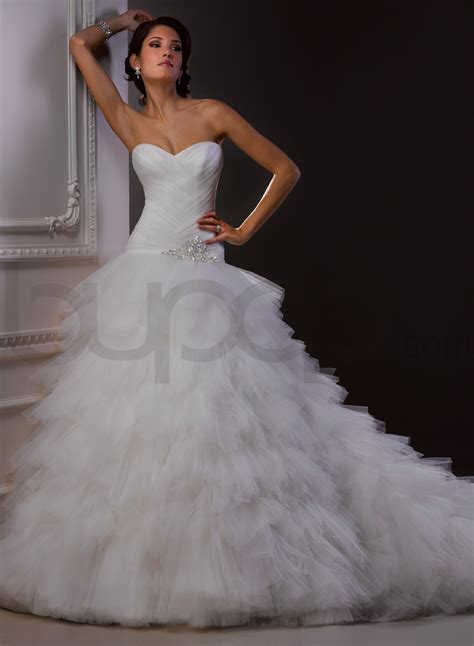 ball gown wedding dress with sweetheart necklinecherry