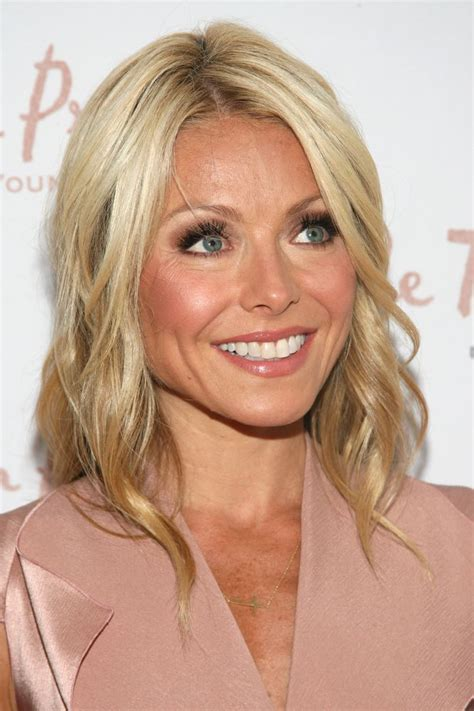 kelly ripa with curls kelly ripa celebrity hairstyles celebrity hairstyles