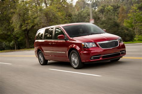 chrysler town country review chrysler town country reviews and rating motor trend