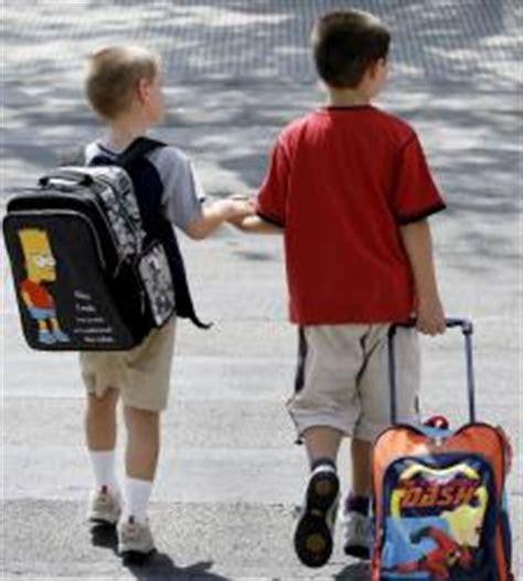 imagenes niños yendo al colegio la generalitat recurrir 225 las medidas del tsjc para