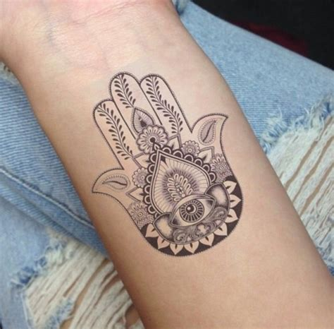 henna tattoos auf der hand name hamsa