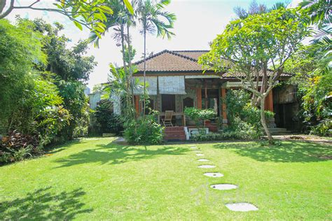 two bedroom house with beautiful garden sanur s local two bedroom villa with huge garden on 500m2 land beachside