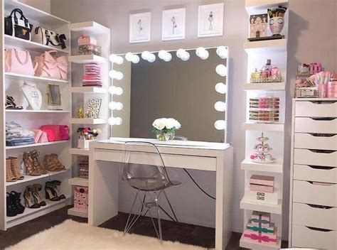 Makeup Vanity Decorating Ideas 25 Best Ideas About Makeup Room Decor On Pinterest