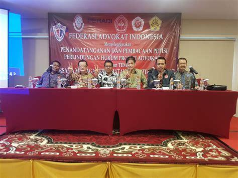 Buku Legisme Legalitas Dan Kepastian Hukum Oleh E Fernando M ratusan advokat layangkan petisi atas penangkapan rekannya