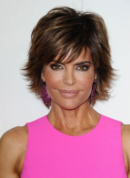 lisa rinna hair stylist lisa rinna layered razor cut short hairstyles lookbook
