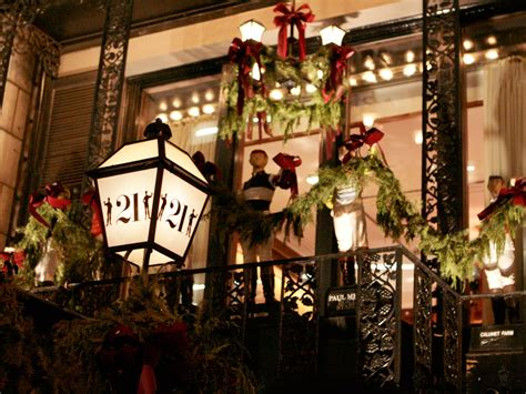 decorating your apartment for christmas in nyc what new york restaurants the best decor