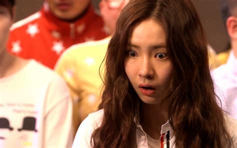 yoo ah in và shin se kyung nữ ho 224 ng mặt đơ shin se kyung c 224 ng bị gh 233 t c 224 ng nhận