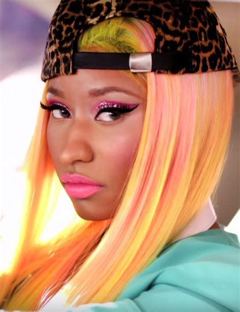 imagenes atrevidas de nicki minaj nicki minaj rocks the uneven color hair me gustas