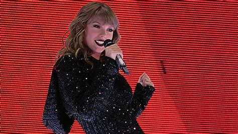 taylor swift i did something bad ama 2018 full video taylor swift opens american music awards with i did