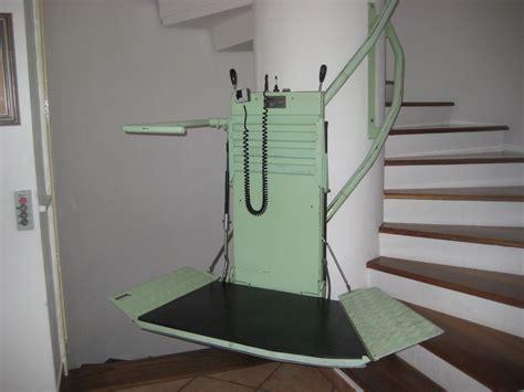 sclerosi multipla sedia a rotelle su e gi 249 per le scale di casa con la fedele sedia a