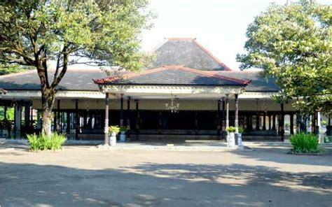 rumah adat bangsal kencono daerah istimewa yogyakarta backpacker jakarta