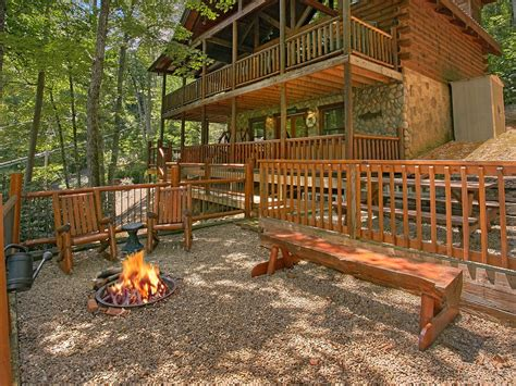 Cheap Pet Friendly Cabins In Gatlinburg by Smoky Mountain Cabin Browns Den 235 Vrbo