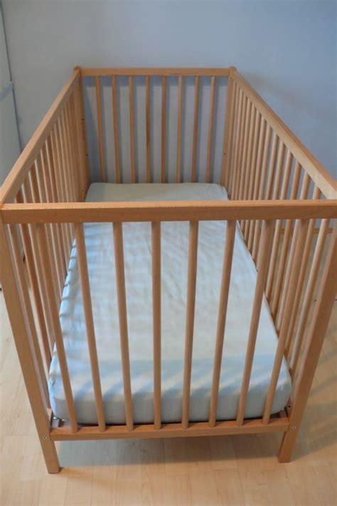 lit bebe en bois lit b 233 b 233 en bois et matelas neufs seconde vie