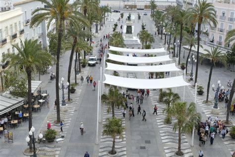toldos plaza vuelven los toldos a la plaza de san juan de dios