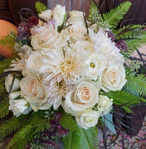 blush colored flowers ivory color blush colored flowers fern bouquet