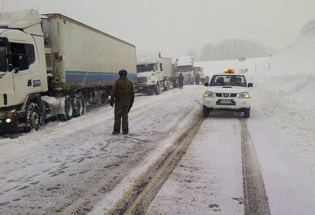 cadenas para nieve temuco ca 237 da de nieve complic 243 retorno de 2 mil chilenos por paso