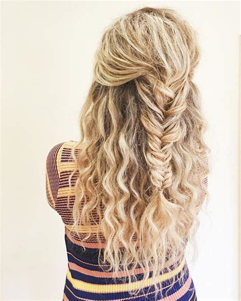Hairstyles With Curls And Braids by 25 Best Ideas About Curly Hairstyles On