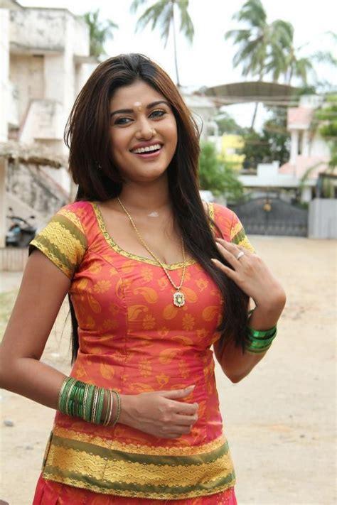actress oviya parents photos tamil actress oviya in pavadai chattai veethi
