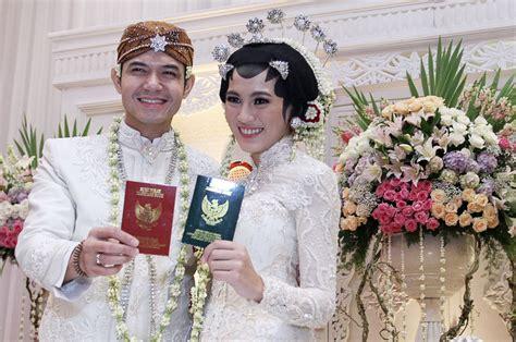 Baju Akad Nikah Alyssa Soebandono pernikahan dude harlino dan alyssa hiburan metrotvnews