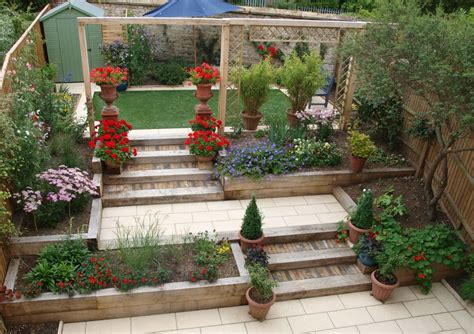 pretty terraced backyard garden design ideas with wooden