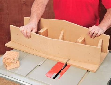 table saw dovetail jig ciptarekamesin building a shop made table saw dovetail sled jig