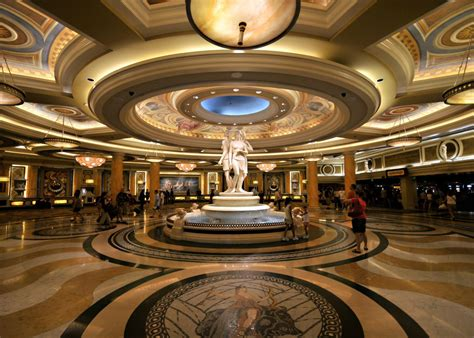 File:Caesars Palace lobby