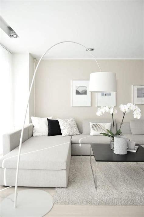 weiße wohnung wohnzimmer wandgestaltung rosa und grau