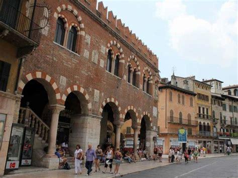 di commercio verona monumenti di verona domus mercatorum