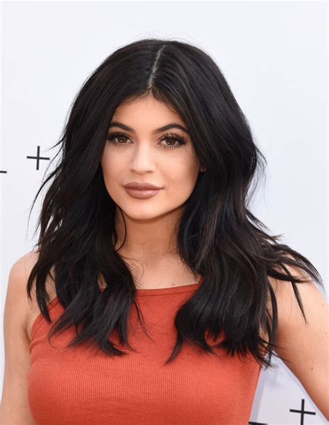 kylie jenner long wavy cut hair lookbook stylebistro