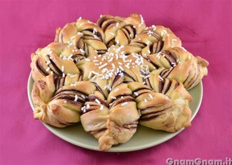 fiore di pasta brioche fiore di brioche alla nutella la ricetta di gnam gnam