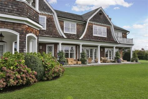houses in new york famous folk at home jennifer lopez s 10 million 3 acre htons house in water