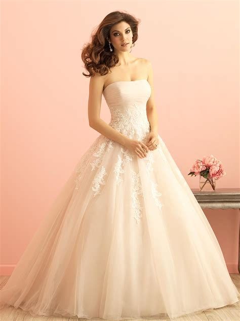 Ivory Lace Applique Tulle Ruched Strapless Princess Ball Gown Wedding Dress   Queen of Victoria