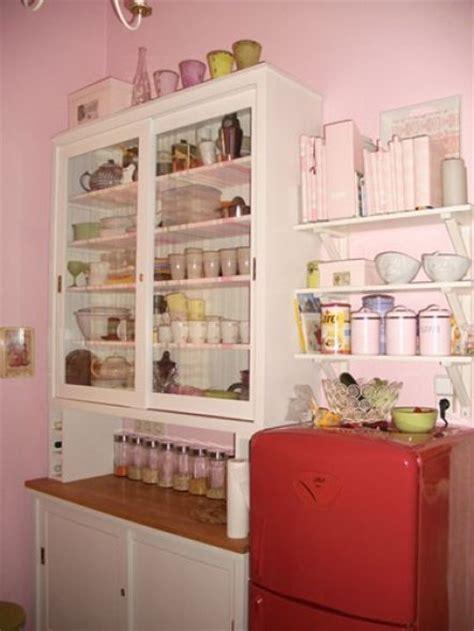 küche rosa kaufen wohnzimmer tapete