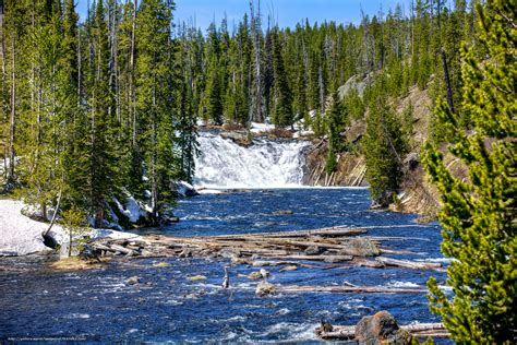 desktop wallpaper yellowstone park download wallpaper yellowstone national park waterfall