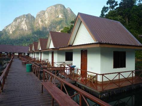 floating rafthouses chieow laan lake khao sok thailand