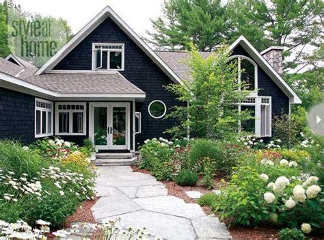 cottage house exterior black house exteriors dans le lakehouse