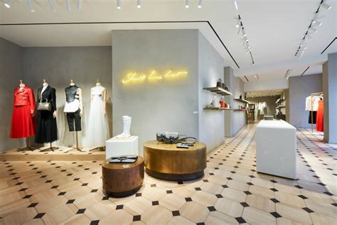 home design store paris christian dior opens pop up boutiques in l a paris and